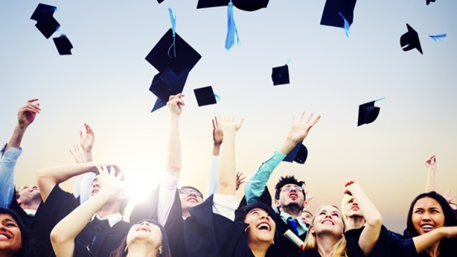 Why Must High School Students Enter Scholarship Programs?